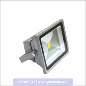 den-led-pha-ko-tham-nuoc-POLH30_phudanh